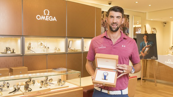 Michael Phelps, Omega brand ambassador, visits the Omega Boutique during the Omega European Masters at Crans-Montana on the 8th of September 2017. He received his Limited Edition watch from Raynald Aeschlimann, President and CEO of Omega. (PPR/OMEGA)