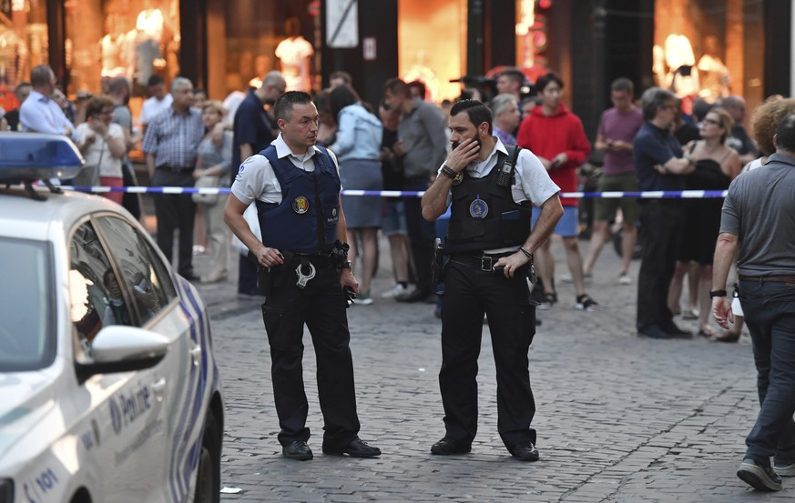 Belgian police stand in front of a police cordon as people are evacuated at the Grand Place square near Central Station in Brussels after a reported explosion on Tuesday, June 20, 2017. Belgian media are reporting that explosion-like noises have been heard at a Brussels train station, prompting the evacuation of a main square. (AP Photo/Geert Vanden Wijngaert)