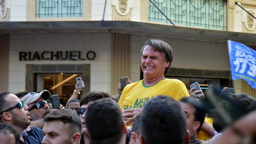 epaselect epa07002123 Right-wing candidate Jair Bolsonaro reacts after being stabbed during a rally in Juiz de Fora, Minas Gerais state, Brazil, 06 September 2018. Bolsonaro, leader in the polls for the elections on 07 October in Brazil, underwent laparoscopic surgery after being stabbed at a campaign rally according to his advisers.  EPA/RAYSA LEITE EDITORIAL USE ONLY/NO SALES/NO FILE