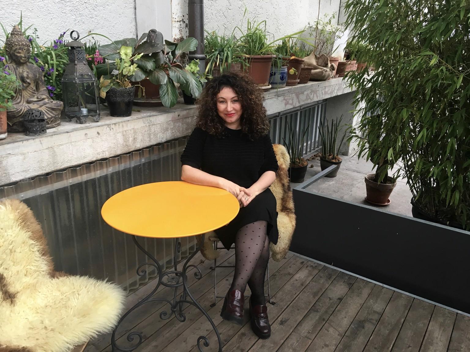 Sex suchen und finden mit Güzin Kar in der SRF-Serie