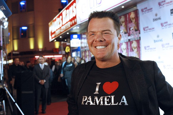 FRANKFURT AM MAIN, GERMANY - SEPTEMBER 12:  Prinz Marcus von Anhalt wears a T-shirt which shows his sympathy for Pamela Anderson at the Night Club Pure Platinum on September 12, 2009 in Frankfurt am Main, Germany. von Anhalt invited Paris Hilton to join his party at the Table Dance Club, but Hilton decided to stay at the hotel.  (Photo by Mario Vedder/Getty Images)