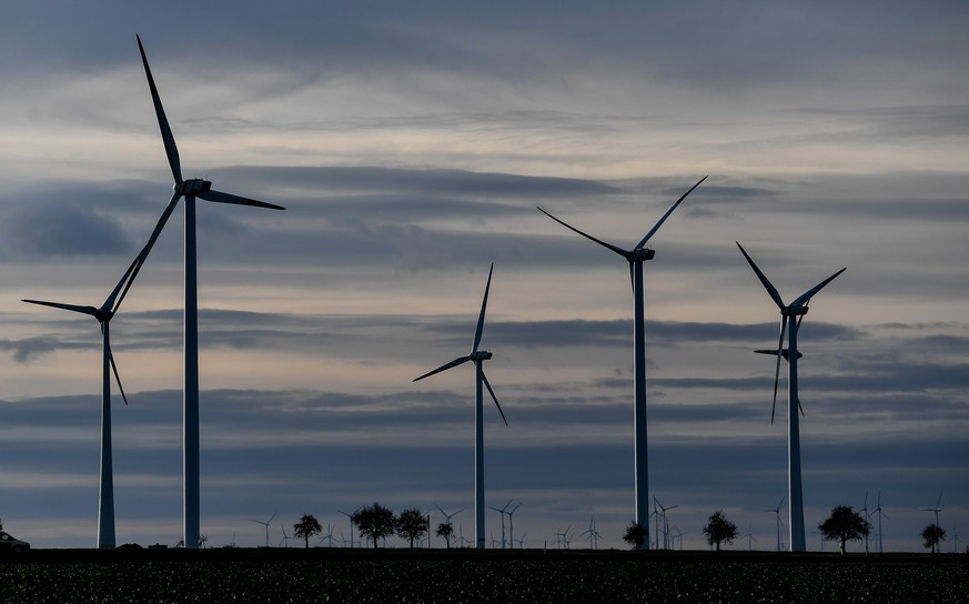epa06387248 A cloudy sky is pictured above a wind turbines on a field near Halle, Eastern Germany, 13 December 2017. Meteorologist predict the cloudy weather with temperatures around 04 degrees Celsius in the next days in Eastern Germany.  EPA/FILIP SINGER