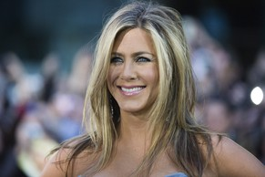 Jennifer Aniston poses for a photograph at the gala for the new movie