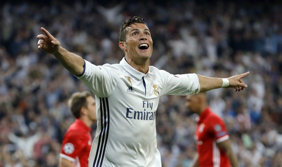 epa05914161 Real Madrid's Portuguese Cristiano Ronaldo celebrates after scoring against Bayern Munich during the Champions League quarter finals second leg soccer match between Real Madrid and Bayern Munich played at Santiago Bernabeu's stadium in Madrid, Spain on 18 April 2017.  EPA/JUANJO MARTIN