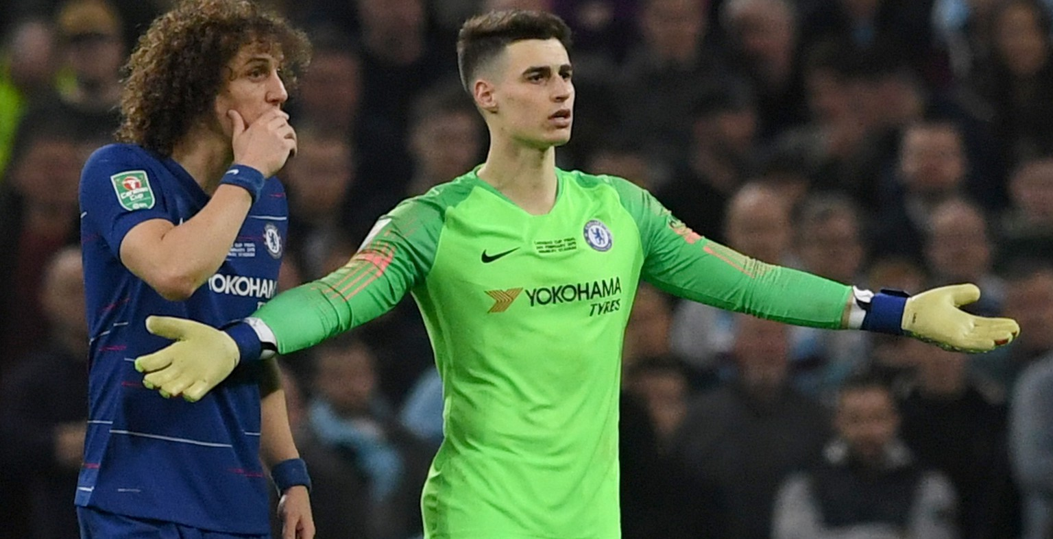 epa07393935 Chelsea's goalkeeper Kepa Arrizabalaga (R) reacts as he should be substituted during extra time of the English League Cup final between Chelsea FC and Manchester City at Wembley stadium in London, Britain, 24 February 2019.  EPA/NEIL HALL EDITORIAL USE ONLY. No use with unauthorized audio, video, data, fixture lists, club/league logos or 'live' services. Online in-match use limited to 120 images, no video emulation. No use in betting, games or single club/league/player publications