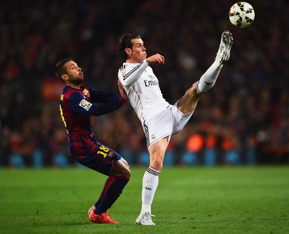 BARCELONA, SPAIN - MARCH 22:  Gareth Bale of Real Madrid CF stretches for the ball ahead of Jordi Alba of Barcelona during the La Liga match between FC Barcelona and Real Madrid CF at Camp Nou on March 22, 2015 in Barcelona, Spain.  (Photo by Alex Caparros/Getty Images)