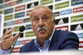 epa04373644 Head coach of Spanish national soccer team, Vicente del Bosque, attends a press conference to announce his team for the upcoming friendly matches, in Madrid, Spain, 29 August 2014. Spain will play against France on 04 September in Paris and faces Serbia on 07 September 2014 in Belgrade.  EPA/JUAN CARLOS HIDALGO