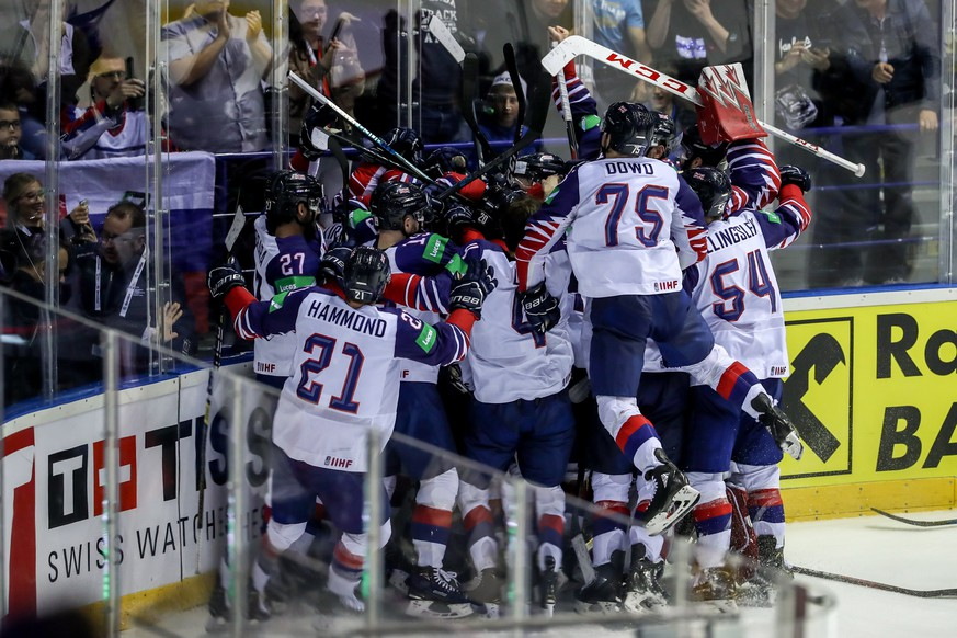 epa07587388 Players of Great Britain celebrates goal in overtime during the IIHF World Championship group A ice hockey match between France and Great Britain at the Steel Arena in Kosice, Slovakia, 20 May 2019.  EPA/MARTIN DIVISEK