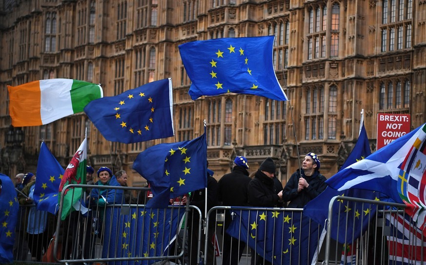 epa07434617 Pro EU protesters campaign outside of the parliament in London, Britain, 13 March 2019. Members of Parliament are set to vote on a 'No Deal' Brexit later in the day. The United Kingdom is officially due to leave the European Union on 29 March 2019, two years after triggering Article 50 in consequence to a referendum.  EPA/ANDY RAIN
