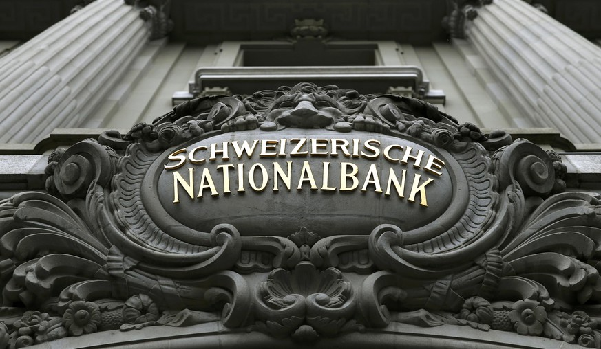 The logo of the Swiss National Bank (SNB) is seen at the entrance of the SNB in Bern December 18, 2014. The Swiss National Bank said on Thursday it would impose negative interest rates on cash held by other banks at the central bank, seeking to discourage safe-haven buying by investors anxious about the crisis in Russia and oil's slide. REUTERS/Denis Balibouse (SWITZERLAND)