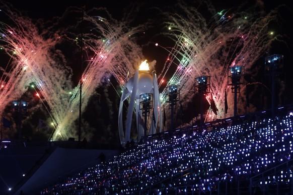 Mit Lastwagenladungen voller Feuerwerk verabschiedet sich Pyeongchang an der Schlussfeier von den Olympischen Spielen.
