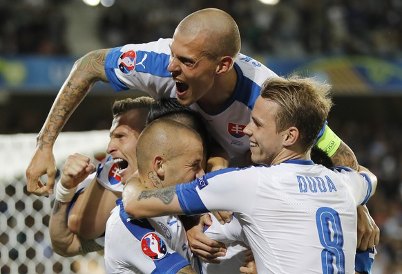Slovakia's players celebrate after Marek Hamsik scored his side's second goal during the Euro 2016 Group B soccer match between Russia and Slovakia at the Pierre Mauroy stadium in Villeneuve d'Ascq, near Lille, France, Wednesday, June 15, 2016. (AP Photo/Frank Augstein)