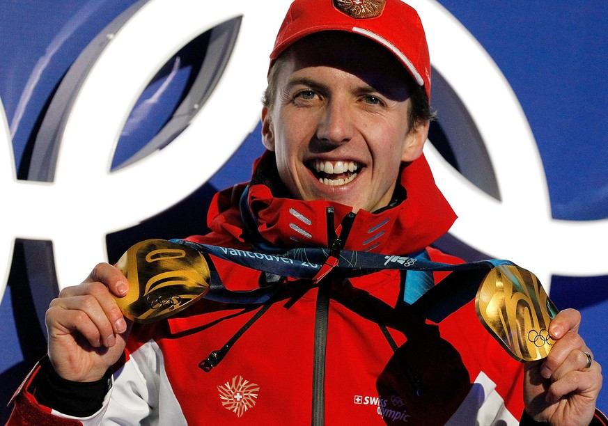 Simon Ammann of Switzerland shows his two gold medals for the ski jumping competition during the medal ceremony at the XXI Olympic Winter Games Vancouver 2010 in the Whistler Olympic Park in Whistler near Vancouver, British Columbia, Canada, pictured on Saturday, February 20, 2010. (KEYSTONE/Alessandro Della Bella)