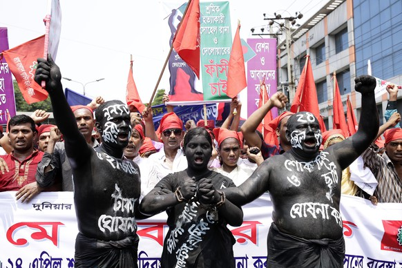 epa05285218 Garment workers and leaders shout slogans during a rally to mark Labor Day organized by Jago Bangladesh Garments Sramik Federation at Paltan in Dhaka, Bangladesh, 01 May 2016. Labour Day or May Day is observed all over the world on the first day of the May to celebrate the economic and social achievements of workers and fight for labourers rights.  EPA/ABIR ABDULLAH