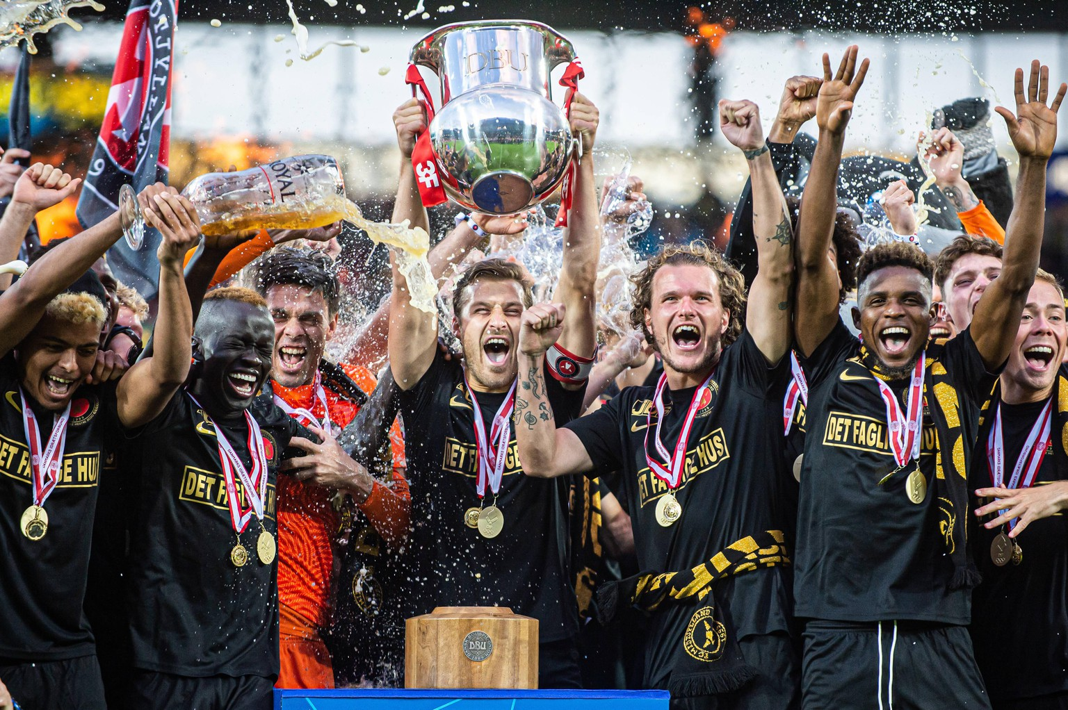 Herning, Denmark, 26th, July 2020. Captain Erik Sviatchenko of FC Midtjylland can raise the trophy as the 2019-2020 winners of the 3F Superliga after the match between FC Midtjylland and AAB at MCH Arena in Herning. Photo credit: Gonzales Photo - Morten Kjaer. FC Midtjylland win the Danish 3F Superliga 2017/2020, Denmark, Herning PUBLICATIONxNOTxINxDENxNOR