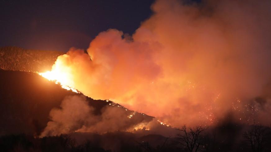 Waldbrand in Südkalifornien weitet sich weiter rasant aus