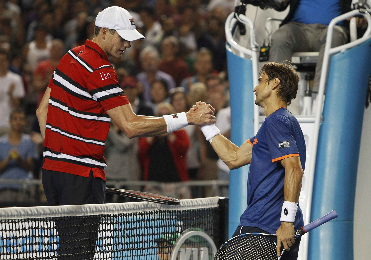 Spain's David Ferrer (R) and John Isner of the U.S. shake hands after Ferrer won their fourth round match at the Australian Open tennis tournament at Melbourne Park, Australia, January 25, 2016. REUTERS/Brandon Malone       TPX IMAGES OF THE DAY