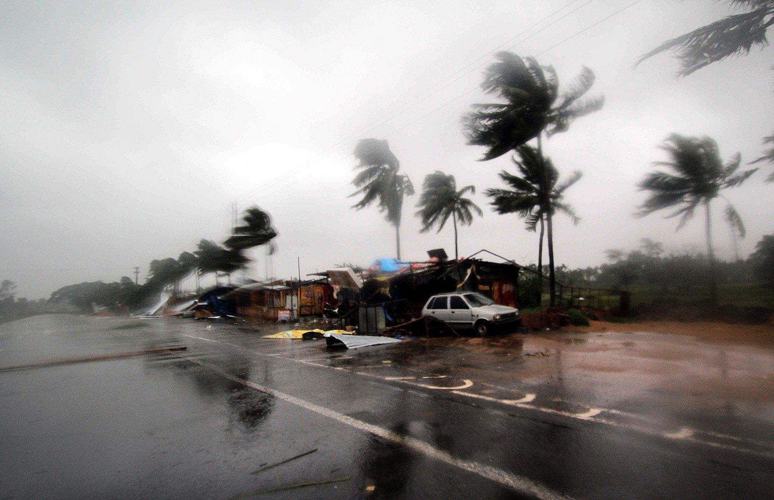 epa07544329 Severe winds after cyclone Fani made landfall in Odisha coast, at Konark in Puri district Odisha, India 03 May 2019. According to news reports Cyclone Fani made landfall in Puri district and will continue moving to West Bengal and Tamilnadu. National Disaster Response Force and the Indian Coast Guard have been put on high alert as Cyclone Fani is termed as 'Very Severe'  and around 800,000 people were evacuated along the eastern coast of India with Indian Army and Indian Air Force units put on standby.  EPA/STR