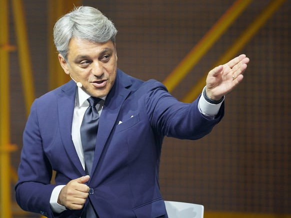 epa08935887 (FILE) - Then Seat CEO Luca de Meo gestures during the presentation of the Cupra Travascan during the IAA motor show in Frankfurt, Germany, 10 September 2019 (reissued 13 January 2021). Groupe Renault CEO Luca de Meo will present the French carmaker's strategic plans called 'Renaulution' at the group's headquarters on 14 January 2021.  EPA/RONALD WITTEK *** Local Caption *** 55456747
