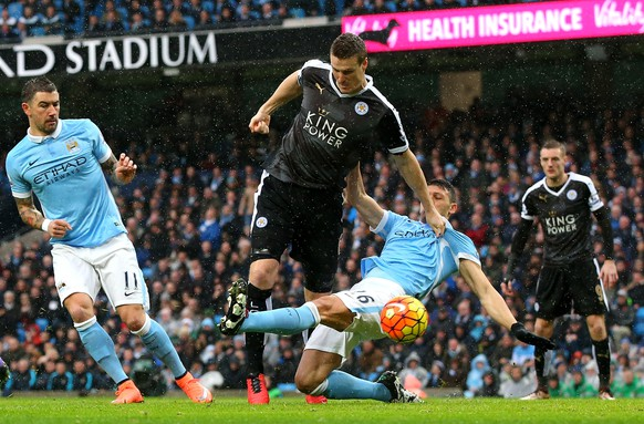 MANCHESTER, ENGLAND - FEBRUARY 06: Robert Huth of Leicester City scores his team's first goal during the Barclays Premier League match between Manchester City and Leicester City at the Etihad Stadium on February 6, 2016 in Manchester, England.  (Photo by Alex Livesey/Getty Images)