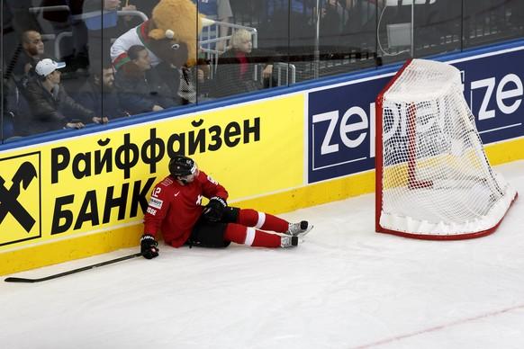 Switzerland's Luca Cunti lies on the ice, during the 2014 IIHF Ice Hockey World Championships preliminary round game Switzerland vs Belarus, at the Minsk Arena, in Minsk, Belarus, Monday, May 12, 2014. (KEYSTONE/Salvatore Di Nolfi)