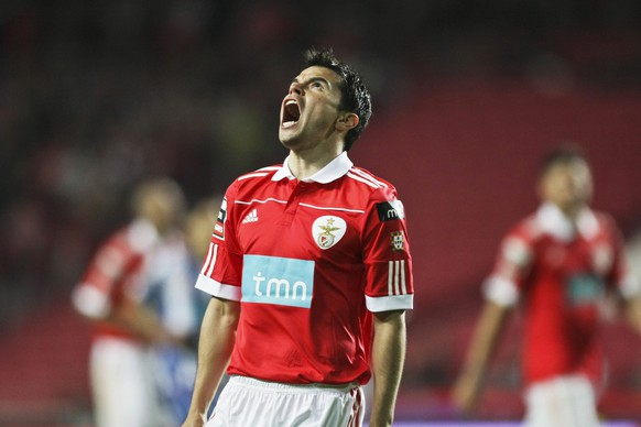 epa02668139 Benfica player Javier Saviola reacts during the Portuguese First League soccer match at the Luz Stadium in Lisbon, Portugal, 03 April 2011.  EPA/MIGUEL A. LOPES