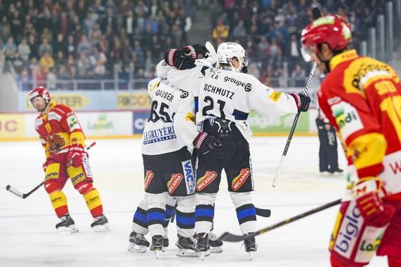 La joie du HC Fribourg-Gotteron apres le premier but, lors du match du championnat suisse de hockey sur glace de National League entre le HC Bienne et le HC Fribourg-Gotteron ce mardi, 12 septembre 2017 a la Tissot Arena de Bienne. (KEYSTONE/Cyril Zingaro)