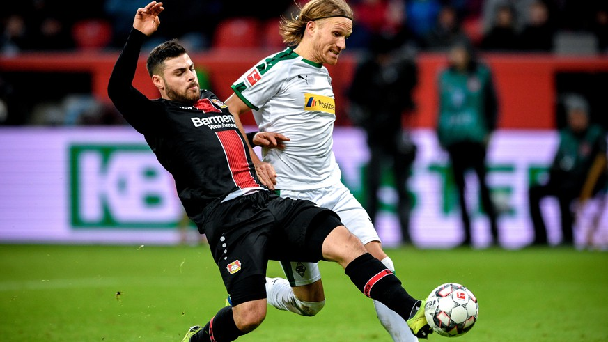 epa07300584 Leverkusen's Kevin Volland (L) in action against Moenchengladbach's Michael Lang (R) during the German Bundesliga soccer match between Bayer Leverkusen and Borussia Moenchengladbach in Leverkusen, Germany, 19 January 2019.  EPA/SASCHA STEINBACH CONDITIONS - ATTENTION: The DFL regulations prohibit any use of photographs as image sequences and/or quasi-video.