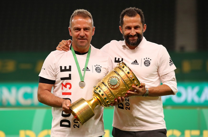 epa08527807 Bayern Munich's head coach Hansi Flick (L) and sports director Hasan Salihamidzic (R) pose with the trophy after winning the German DFB Cup final between Bayer 04 Leverkusen and FC Bayern Munich at Olympic Stadium in Berlin, Germany, 04 July 2020.  EPA/ALEXANDER HASSENSTEIN / POOL CONDITIONS - ATTENTION: The DFB regulations prohibit any use of photographs as image sequences and/or quasi-video.