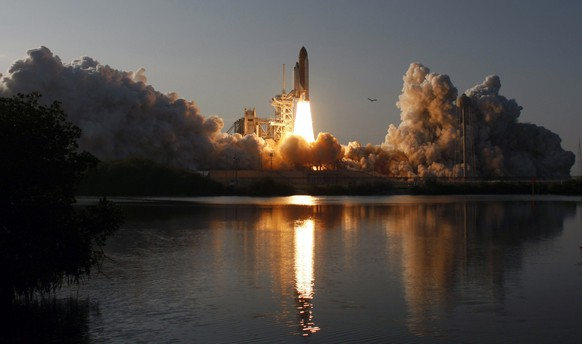 Space shuttle Discovery lifts off from the Kennedy Space Center in Cape Canaveral, Florida, in this February 24, 2011 file photo. Discovery, which completed its final mission last month, will go to the Smithsonian National Air and Space Museum's Udvar-Hazy Center in northern Virginia, the NASA space agency said April 12, 2011.   REUTERS/Scott Audette/Files (UNITED STATES - Tags: TRANSPORT SCI TECH)
