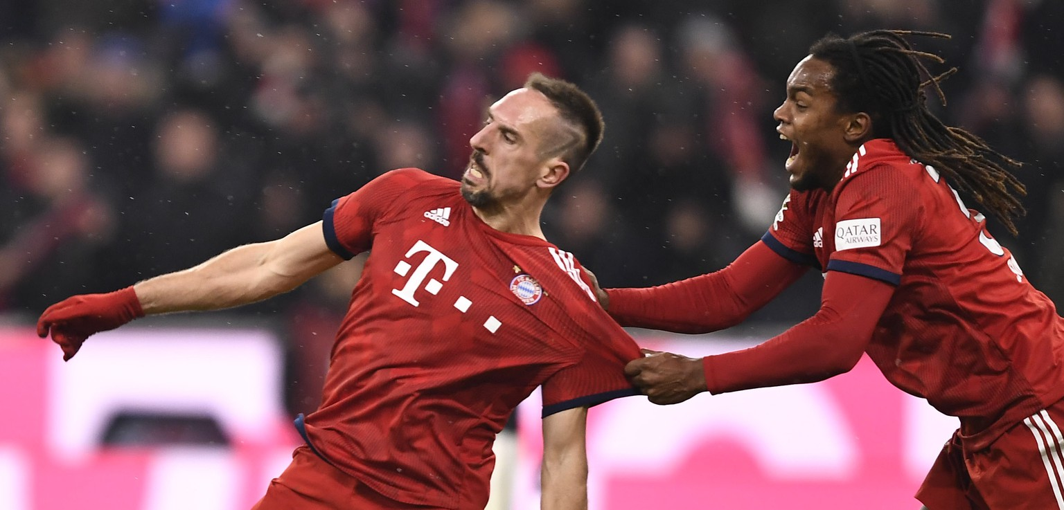 epa07240953 Bayern's Franck Ribery (L) celebrates with team mate Renato Sanches after scoring a goal during the German Bundesliga soccer match between Bayern Munich and RB Leipzig in Munich, Germany, 19 December 2018.  EPA/LUKAS BARTH-TUTTAS CONDITIONS - ATTENTION:  The DFL regulations prohibit any use of photographs as image sequences and/or quasi-video.