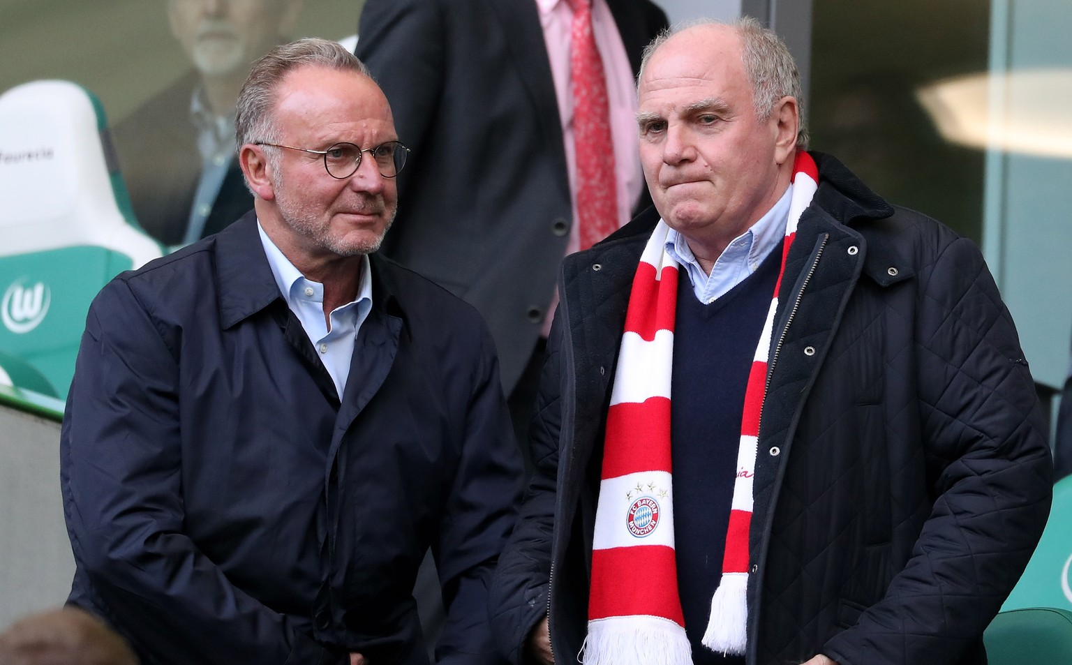 epa07106992 Bayern's chairman of the board Karl-Heinz Rummenigge (L) and president Uli Hoeness (R) during the German Bundesliga soccer match between VfL Wolfsburg and Bayern Munich in Wolfsburg, Germany, 20 October 2018.  EPA/FRIEDEMANN VOGEL CONDITIONS - ATTENTION:  The DFL regulations prohibit any use of photographs as image sequences and/or quasi-video.