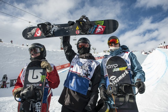 CAPTION CORRECTION - CORRECTS IDENTITY OF THIRD PLACED ATHLETE - Winner Iouri Podladtchikov of Switzerland, center, second placed Christian Haller of Switzerland, left, and third placed Janne Korpi from Finland, posing after the final of the men's Halfpipe Burton European Open in Laax, Switzerland, Sunday, January 19, 2014. (KEYSTONE/Gian Ehrenzeller)