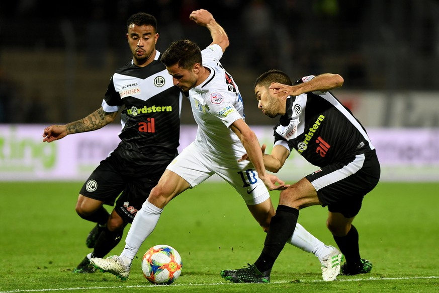 From left: Lugano's player Carlinhos Junior, Zurich's player Antonio Marchesano and Lugano's player Jonathan Sabbatini, during the Super League soccer match FC Lugano against FC Zurich, at the Cornaredo stadium in Lugano, Friday, April 19, 2019. (KEYSTONE/Ti-Press/Samuel Golay)