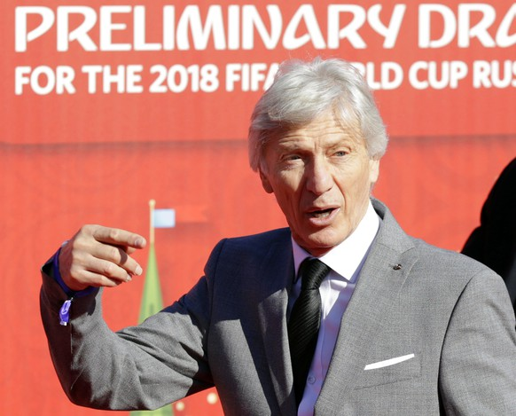epa04860018 Colombia's national soccer team's Argentinian head coach Jose Pekerman arrives for the Preliminary Draw of the FIFA World Cup 2018 in St.Petersburg, Russia, 25 July 2015. St.Petersburg is one of the host cities of the FIFA World Cup 2018 in Russia which will take place from 14 June until 15 July 2018.  EPA/TATYANA ZENKOVICH