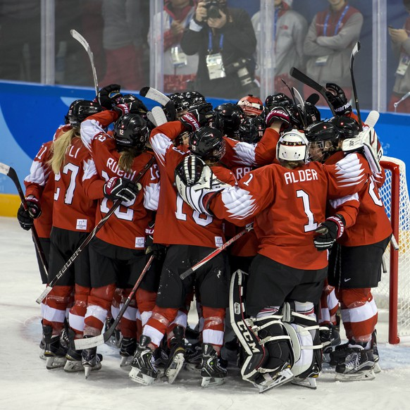 Team of Switzerland celebrate during the women ice hockey preliminary round match between Switzerland and unified Korean team in the Kwandong Hockey Center in Gangneung during the XXIII Winter Olympics 2018 in Pyeongchang, South Korea, on Saturday, February 10, 2018. (KEYSTONE/Alexandra Wey)