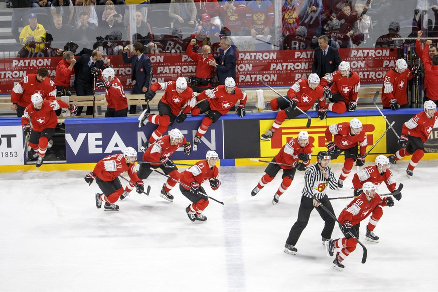 epa06751090 Switzerland's players celebrate their victory after beating Canada, during the IIHF 2018 World Championship semi final game between Canada and Switzerland, at the Royal Arena, in Copenhagen, Denmark, 19 May 2018.  EPA/SALVATORE DI NOLFI