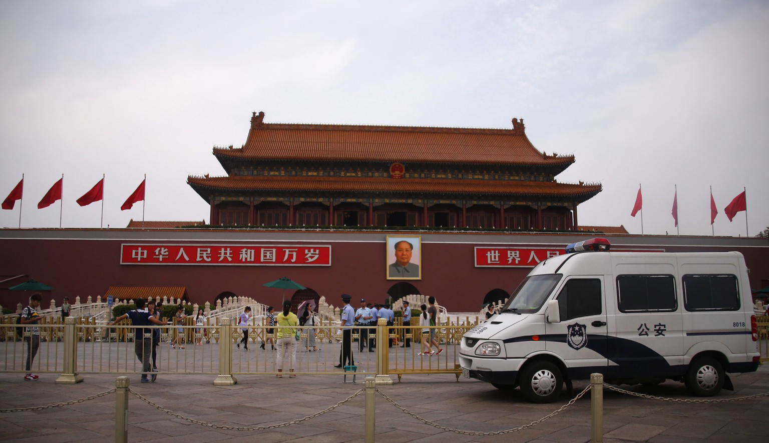 A police car guards in front of a giant portrait of China's late Chairman Mao Zedong at Tiananmen Square in Beijing June 4, 2014. China deployed its vast security apparatus on Wednesday to snuff out commemoration of the suppression of pro-democracy protests around Tiananmen Square 25 years ago, flooding the streets with police as censors scrubbed the Internet clean of any mention of the crackdown. REUTERS/Petar Kujundzic (CHINA - Tags: MILITARY ANNIVERSARY POLITICS SOCIETY)