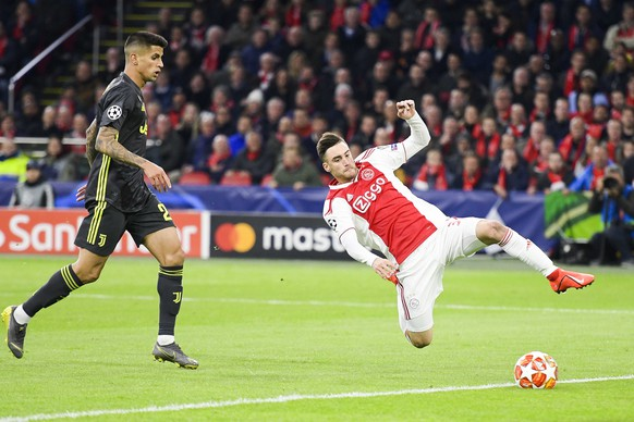 epa07497462 Nico Tagliafico (R) of Ajax and Joao Cancelo (L) of Juventus in action during the UEFA Champions League quarter final first leg soccer match betweeen Ajax Amsterdam and Juventus FC in Amsterdam, The Netherlands, 10 April 2019.  EPA/OLAF KRAAK