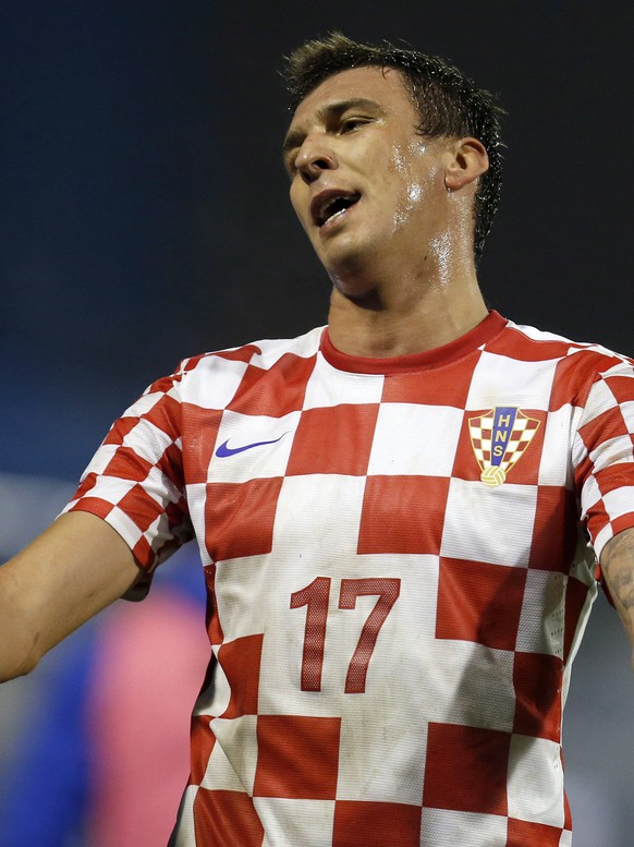 FILE - In this Nov. 19, 2013, file photo, Croatia's Mario Mandzukic reacts after receiving a red card after a foul against Iceland's Johann Gudmundsson during their World Cup qualifying playoff second leg soccer match in Zagreb, Croatia. (AP Photo/Darko Bandic, File)