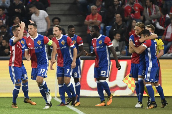 Basels players celebrate the 1:0 scored by Michael Lang, 2nd right, during an UEFA Champions League Group stage Group A matchday 2 soccer match between Switzerland's FC Basel 1893 and Portugal's SL Benfica in the St. Jakob-Park stadium in Basel, Switzerland, on Wednesday, September 27, 2017. (KEYSTONE/Georgios Kefalas)