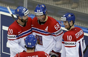 Jaromir Jagr of the Czech Republic (C) celebrates his goal against Germany with team mates during the third period of their men's ice hockey World Championship Group A game at Chizhovka Arena in Minsk May 14, 2014.  REUTERS/Vasily Fedosenko (BELARUS  - Tags: SPORT ICE HOCKEY)