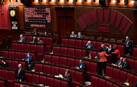 Members of the Italian Parliament sit in the lower chamber after voting on a proposed election law that aims at encouraging coalition-building, especially among smaller parties, in Rome, Wednesday, Oct. 11, 2017.  Major parties on the left and right are backing the law, which calls for a combination of seats assigned by a majority system based on colleges and proportional voting. But it is bitterly opposed by the anti-establishment 5-Star Movement, Italy's largest opposition party in Parliament. It has denounced the proposed law as undemocratic. (Ettore Ferrari/ANSA via AP)