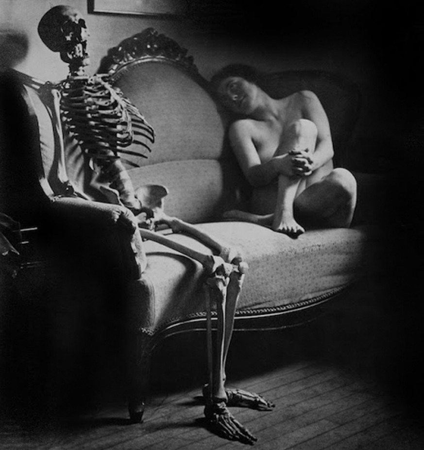 sex and death viktorianische aktfotografie skelett nackt http://sobadsogood.com/2017/09/17/apparently-skeleton-erotica-used-be-thing-victorian-age/