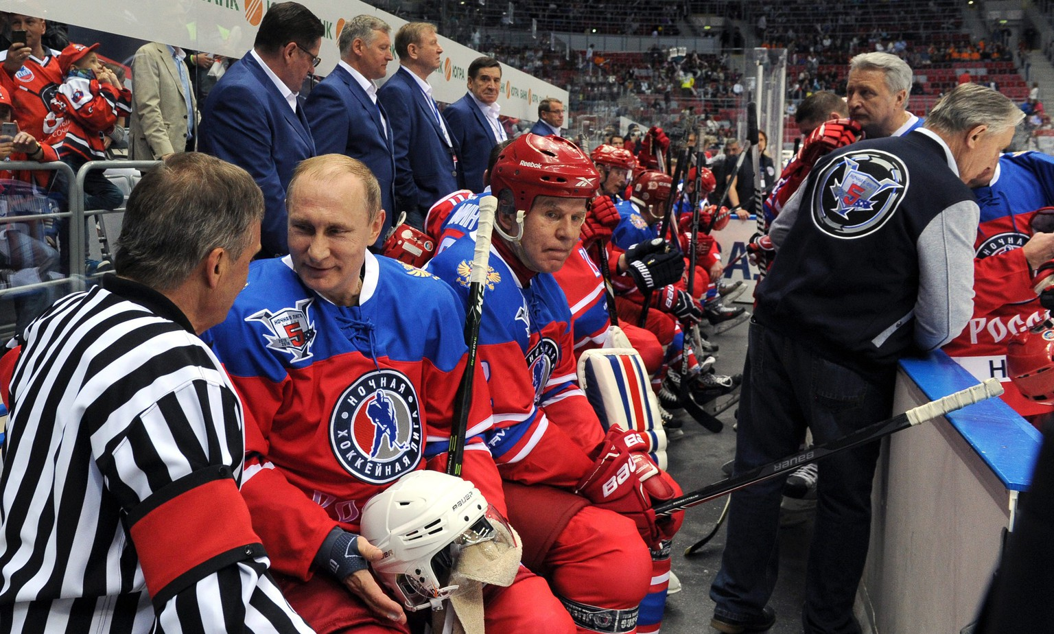 epa05298347  International Ice Hockey Federation (IIHF) President Rene Fasel (L) speaks with Russian President Vladimir Putin (2-L) as Night Hockey League Board Chairman Vyacheslav Fetisov (3-L) looks on during a gala match of the Night Hockey League tournament at the Bolshoi Ice Arena in the Black Sea resort of Sochi, Russia, 10 May 2016.  EPA/MICHAEL KLIMENTYEV / SPUTNIK / KREMLIN POOL MANDATORY CREDIT