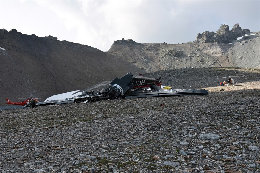epa06928846 A handout photo made available by Cantonal Police of Grisons shows a wreckege of Junkers JU-52 aircraft after crashing on Piz Segnas above Flims, Switzerland,05 August 2018. According to reports A Junkers JU-52 aircraft of the JU-AIR crashed on 04 August 2018 at Piz Segnas above Flims, Switzerland, on its way from Locarno to Duebendorf for unknown reasons. Authorities say all 20 people on-board died.  EPA/CANTONAL POLICE OF GRISONS HANDOUT MANDATORY CREDIT HANDOUT EDITORIAL USE ONLY/NO SALES