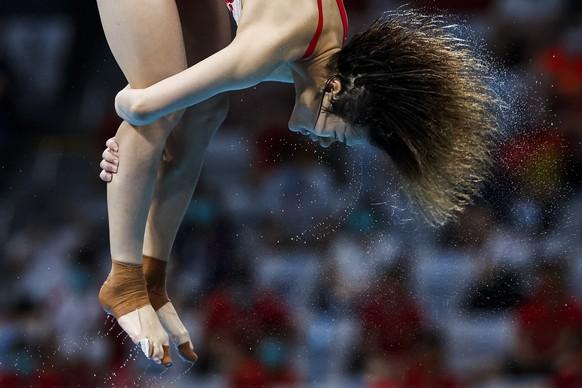 Bis in die Haarspitzen stimmt der Sprung bei Tingmao Shi, die Olympiasiegerin vom Drei-Meter-Brett wird.
