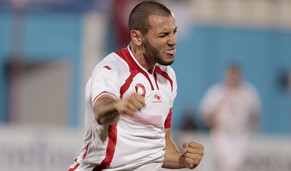 Tunisia's Yassine Chikhaoui celebrates after scoring a goal against Egypt during their 2015 African Nations qualification soccer match at Monastir's Olympic Stadium, November 19, 2014. REUTERS/Zoubeir Souissi (TUNISIA - Tags: SPORT SOCCER)