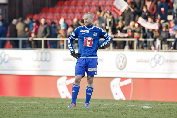 Luzern's forward Marco Schneuwly reacts after losing against Sion, during the Super League soccer match of Swiss Championship between the FC Sion and the FC Luzern, at the Stade de Tourbillon stadium, in Sion, Switzerland, Sunday, December 11, 2016. (KEYSTONE/Salvatore Di Nolfi)