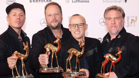 epa04488510 Members of a German hip hop group called 'Die fantastischen Vier', (L-R): Michi Beck, Smudo, Thomas Duerr and And.Ypsilon pose with their Bambi prize, they received in the category 'National Music' during the Bambi Awards ceremony at the Stage Theater on Potsdamer Platz in Berlin, Germany, 13 November 2014. The Bambi prize celebrates its 66th anniversary.  EPA/JOERG CARSTENSEN